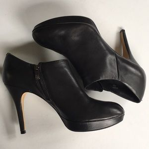 EUC Vince Camuto leather booties